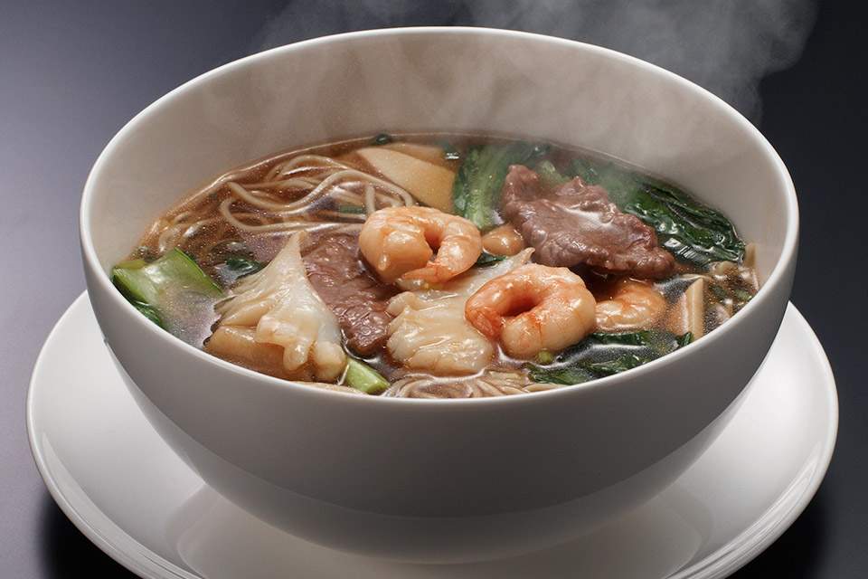 Noudle Soup with Seafood and Beef